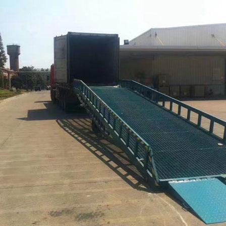 上海客户移动式液压登车桥场景